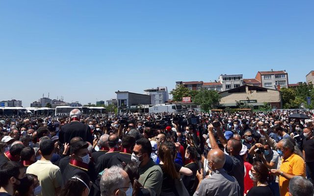Turkish lawyers protest the government plan to reform/control bar associations