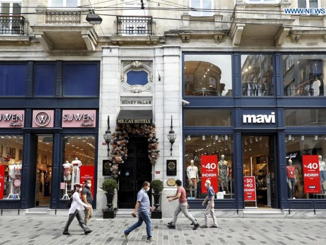 Shoppers in a bad mood before major religious festival