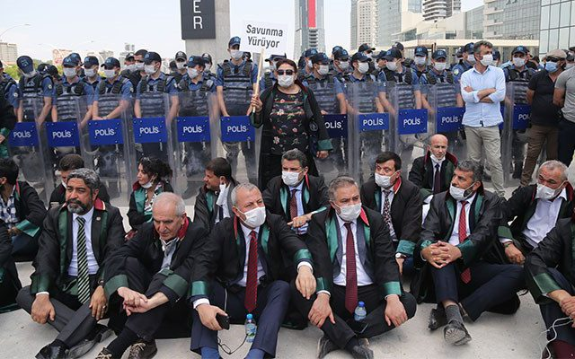 AKP presses on with 'multiple bar associations bill' despite intense protests from lawyers