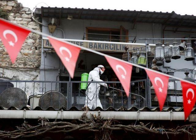 Turkey reports over 30,000 new coronavirus cases, heading to full lock-down